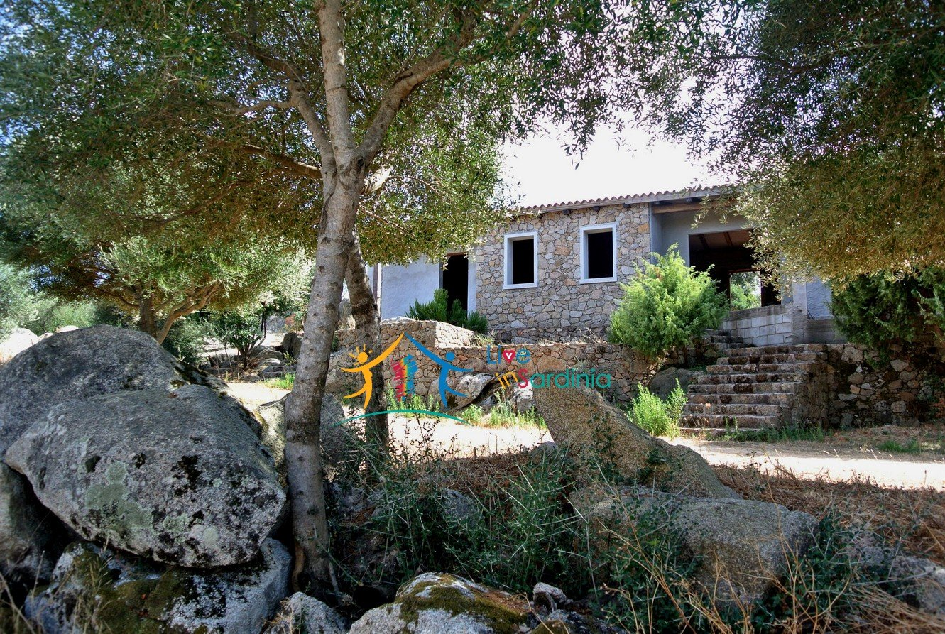 156 M2 Country Home and 2 Ha Land for Sale in Bassacutena, Near Palau, North Sardinia