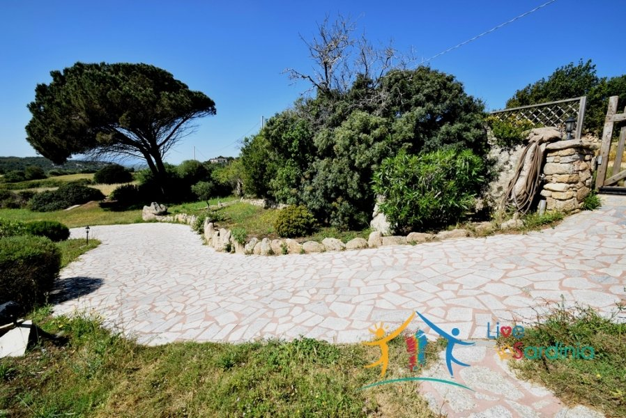 CHARMING SARDINIAN STYLE VILLA WITH SEA VIEW FOR SALE IN PALAU, NORTH EAST SARDINIA
