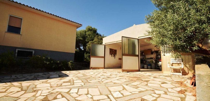 For Sale : Spacious, Detached Country House Near Olbia, North Sardinia