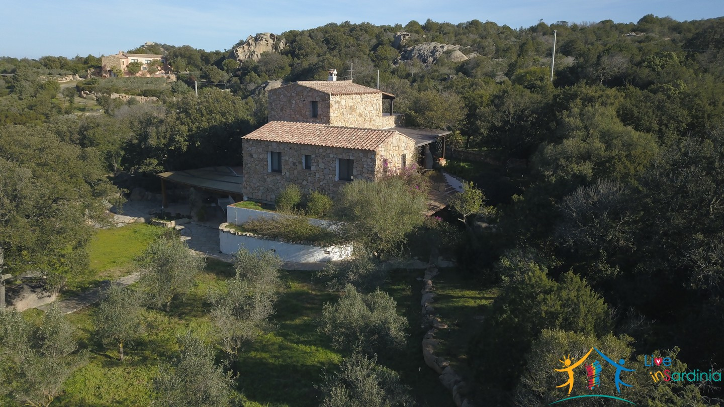 Country Home For Sale San Pantaleo Sardinia With 1 Ha Land ref. Villa Nadia